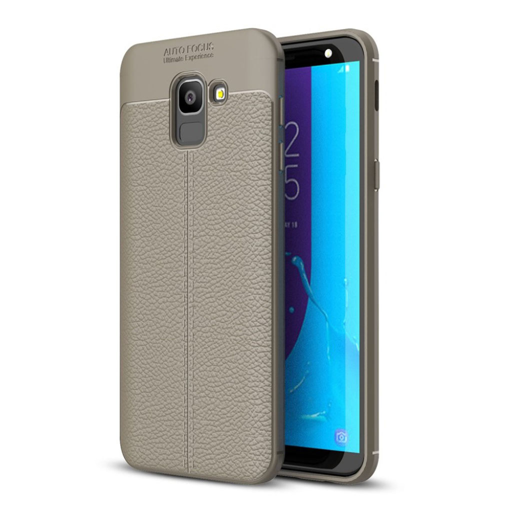 Samsung Galaxy J6 mobiletui i plastik- og silikone med smuk tekstureret Litchi overfalde - Grå